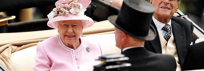 """""""Nennen Sie mir drei gute Gründe"""": Queen hadert angeblich mit EU-Mitgliedschaft"""