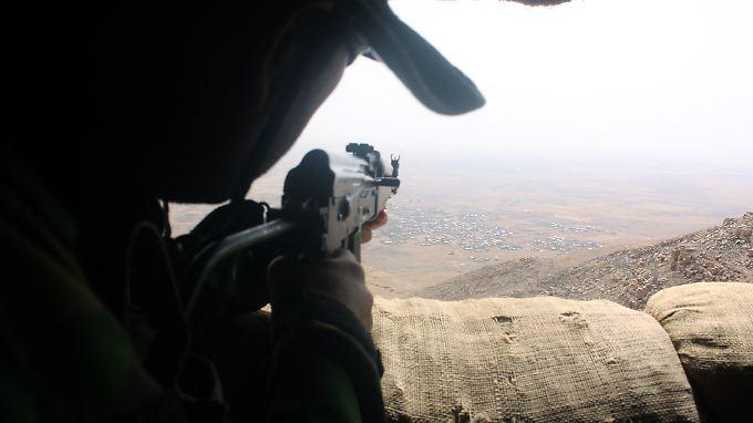 """Wo sich die """"Gefährder"""", die sich derzeit nicht in Deutschland aufhalten, befinden, ist teilweise unklar. Eventuell werden sie in Syrien oder im Irak ausgebildet."""