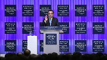 Li Keqiang kündigt eine Verschlankung der Staatsbetriebe an.