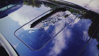 Ermittlungen wegen versuchten Mords: Mädchen werfen Stein von Brücke auf Auto