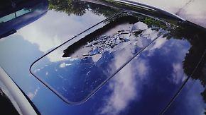 Ermittlungen wegen versuchten Mordes: Mädchen werfen Stein von Brücke auf Auto