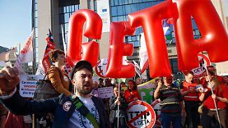 """Streit um Ceta-Abkommen: Aktivisten: EU-Kommission versucht """"mit Benzin zu löschen"""""""