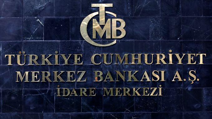 Das Logo der türkischen Zentralbank.  Türkiye Cumhuriyet = Republik Türkei, Merkez Bankasının = Zentralbank