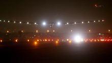 """""""Solar Impulse 2"""" bei der Landung in Abu Dhabi: 510 Stunden lang war der Sonnenflieger in der Luft."""