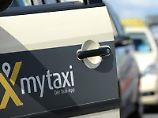 Mit dem Londoner Taxi-App-Anbieter Hailo wappne man sich auch gegen den wachsenden Wettbewerb unter den Fahrdiensten in Europa, sagte ein Mytaxi-Sprecher. Foto: Daniel Reinhardt