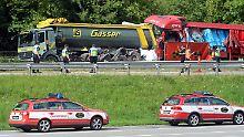 Tipps zum richtigen Verhalten am Stauende: Deutsche Familie stirbt bei Auffahrunfall am Gotthardtunnel
