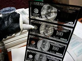Der 100-Dollar-Schein im Negativ: Dieses Material diente Fälschern zur vollkommen unerlaubten Ausweitung der Geldmenge.