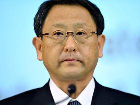 """""""Toyota ist zu schnell gewachsen"""", sagt Konzernchef Akio Toyoda und versucht so die weltweite Pannen- und Rückrufserie zu begründen."""