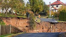 Ein Knacken, dann gab die Erde nach: Riesiger Krater in Thüringen