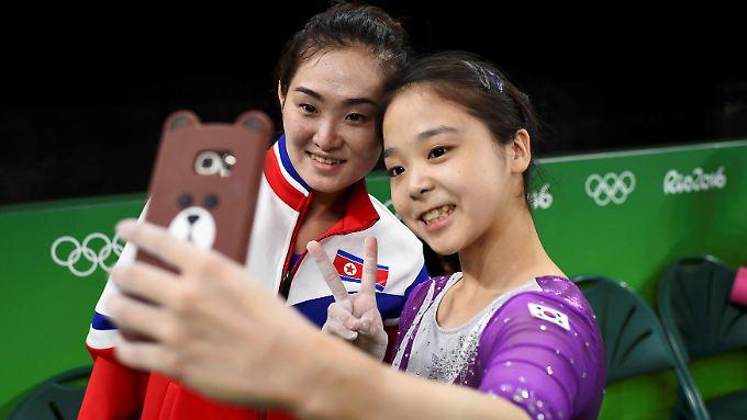 Die Nordkoreanerin Hong Un-Jong und Lee Eun-Ju aus Südkorea kümmern sich wenig um den Konflikt in ihrer Heimat.