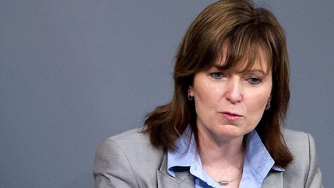 SPD-Politikerin Petra Hinz kündigt an, ihr Bundestagsmandat abgeben zu wollen.