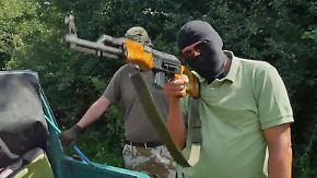 Kalaschnikows für Terroristen: Waffenschmuggler sprechen vor der Kamera über ihre Geschäfte