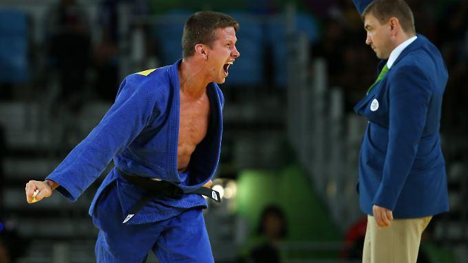 Dirk van Tichelt feiert sein Olympia-Bronze.