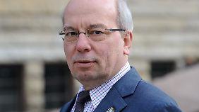 Rainer Wendt ist 59 Jahre alt und kommt aus Duisburg. Seit 2007 ist er Bundesvorsitzender der Deutschen Polizeigewerkschaft.