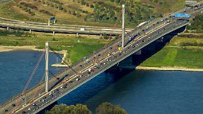 """Mega-Staus auf deutschen Straßen: Rund 30.000 Brücken sind in """"miserablem Zustand"""""""