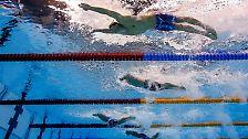 Der US-Schwimmstar schlägt nach exakt 51,14 Sekunden an - ebenso wie Chad le Clos (Südafrika) und Laszlo Cseh (Ungarn).