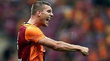 + Fußball, Transfers, Gerüchte +: Podolski gewinnt Superpokal mit Galatasaray