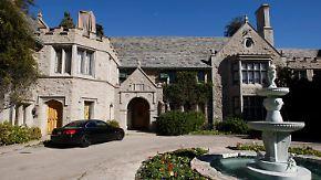 """Nachbar von Hefner schlägt zu: """"Playboy Mansion"""" für 100 Millionen Dollar verkauft"""