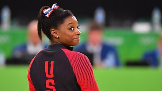 Promi-News des Tages: Zac Efron verzaubert Olympiasiegerin Simone Biles