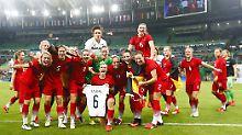Dachten im Augenblick ihres olympischen Triumphs an ihre verletzte Teamkollegin Simone Laudehr: die deutschen Fußballfrauen.