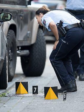 Am Tatort in der Flandrischen Straße in Köln waren mehrere Patronenhülsen gefunden worden.