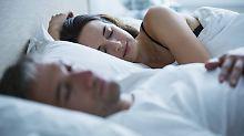 Synapsen werden unterbrochen: Im Schlaf wird das Gehirn aufgeräumt