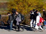 """Bamf zählt die Flüchtlinge: """"Es kamen weniger als eine Million"""""""