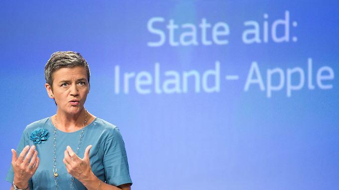 EU-Kommissarin Margrethe Vestager fordert wegen Steuertricks von Apple Nachzahlungen von 13 Milliarden Euro.