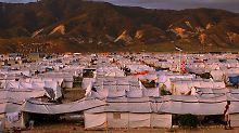 Viele Haitianer leben noch in provisorischen Camps.