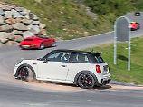 Einen Porsche für die Alpenpässe braucht es nicht. Mit einem Mini John Cooper Works hat man auch seinen Spaß.