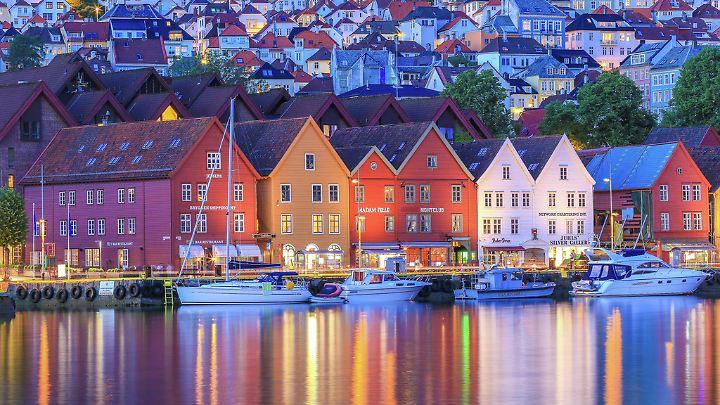 Diese bunten Hausfassaden aus Bergen sind berühmt - und wirken am Abend besonders schön.