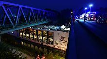 Hotelboot rammt Brücke: Zwei Menschen sterben bei Havarie