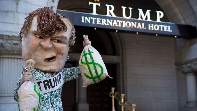 Statt Jubel gab es Demonstrationen vor Donald Trumps neuestem Hotel.