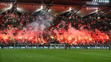 Die Fans von Legia Warschau haben eine innige Beziehung zur Pyrotechnik.