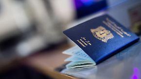 Schlamperei bei gefälschten Pässen?: Brandenburg will Flüchtlingsdaten des Bamf beschlagnahmen