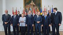 Ein Jahr nach der Balkanroute: Merkel verspricht Außengrenzen mehr Hilfe