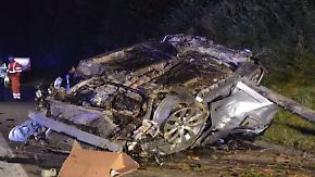 Familie teils lebensgefährlich verletzt: Unbekannter wirft Zwölf-Kilo-Brocken auf Autobahn