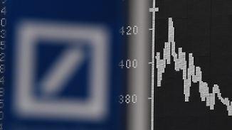 Aktie fällt auf Rekordtief: Gerüchteküche um Deutsche Bank brodelt
