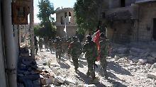 Syrische Regierungssoldaten im Norden von Aleppo.