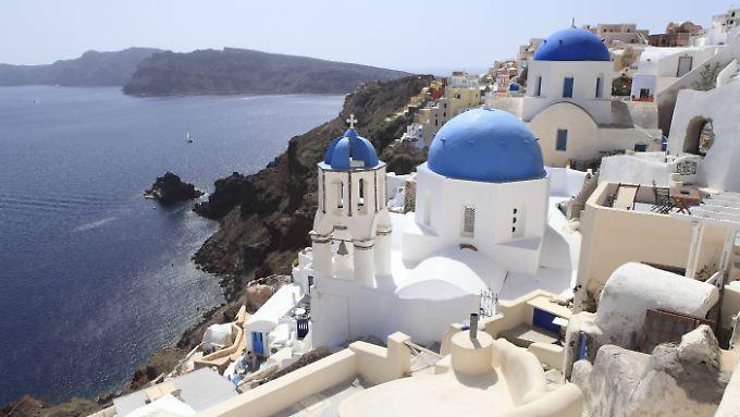 Santorini ist nicht nur bei Deutschen sehr beliebt - seit Jahren stürmen auch Chinesen das Archipel.