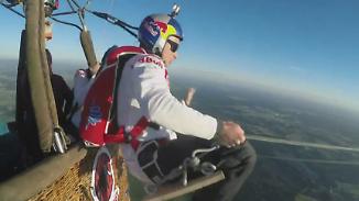 Kaum zu glauben, aber wahr: Extremsportler schaukeln in 1500 Metern Höhe
