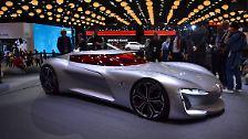 Eine reine Studie bleibt wohl auch der Renault Trezor. Der Bolide mit langer Motorhaube und nach oben öffnendem Dach dient vor allem als Anschauungsobjekt, ...