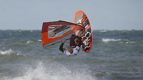 Windsurf-Weltcup vor Sylt: Vrieswijk erwischt Traumstart im Freestyle-Wettbewerb