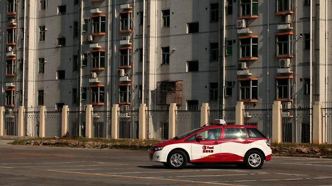 Der chinesische Hersteller von Elektroautos BYD (Build Your Dreams) verkauft mehr Elektroautos als Tesla. Hier ein Elektro-Taxi in Shenzhen.