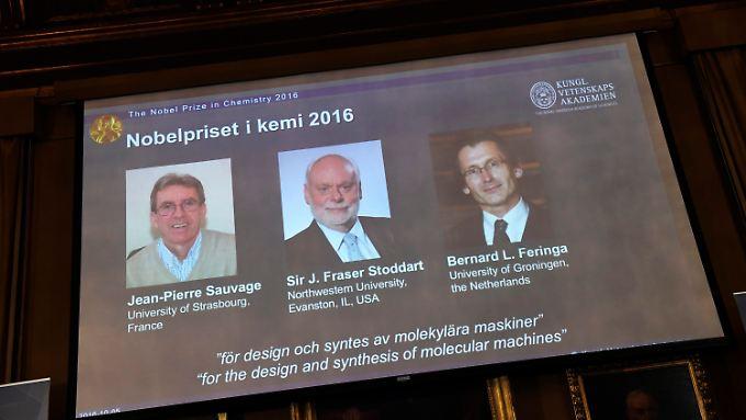 Die Chemie-Nobelpreisträger 2016 werden bei der Pressekonferenz in Stockholm gezeigt: Jean-Pierre Sauvage, Fraser Stoddart und Bernard Feringa.