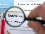 Viele Menschen schließen eine Lebensversicherung ab - Angaben zu Überschüssen sind dabei gesetzlich geregelt. Foto: Jens Büttner (Archiv)