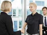 Ob die Integration neuer Mitarbeiter gelingt, hängt nicht zuletzt vom ersten Arbeitstag ab. Neue sollten dann zum Beispiel nicht alleine in die Mittagspause gehen müssen. Foto:Monique Wüstenhagen