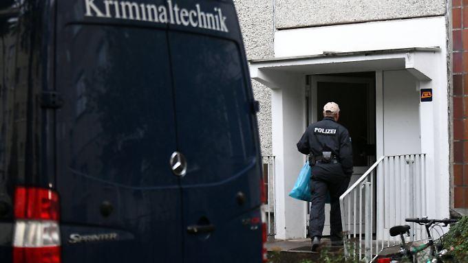 Polizei und Kriminaltechnik im Stadtteil Paunsdorf in Leipzig.