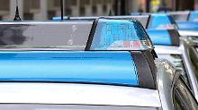 Spezialkräfte stürmen Zimmer: 45-Jähriger schießt auf Autos