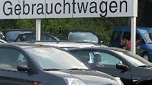 Käufern eines Gebrauchtwagens steht eine gesetzliche Gewährleistung zu. Eine Gebrauchtwagengarantie ist jedoch oft weiter gefasst.